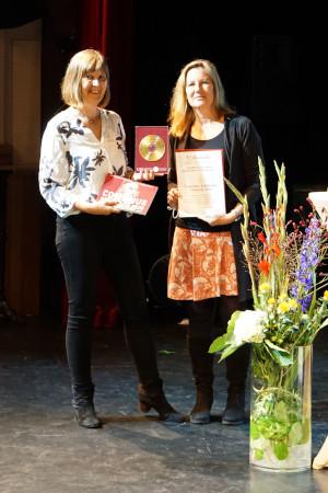 Dr. Anne Thillosen (IWM | e-tea-ching.org) und Claudia Bremer (GMW) bei der Preisverleihung
