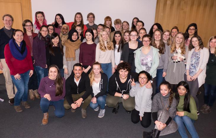 Masterstudierenden und Troisdorfer Schülerinnen